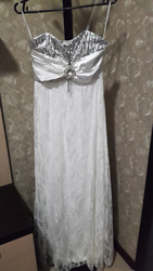 Платье белого цвета длинное